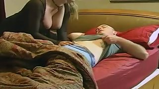 Incredible cougar surprises her younger lover